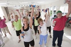 אימון כושר אישי או קבוצתי בגיל השלישי?