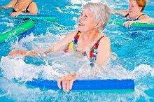 איך להפוך את הבריכה לבטיחותית עבור הגיל השלישי?