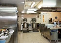 כל היתרונות והחסרונות של מטבח נירוסטה עבור דיור מוגן