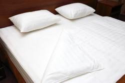 כריות שינה המקלות על כאבי עורף וגב
